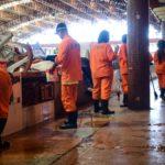Emsurb realiza limpeza geral nos mercados Maria Virgínia Franco e Vereador Milton Santos