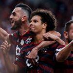 Vitinho desequilibra, Flamengo vence Atlético no Maracanã e se isola ainda mais na liderança