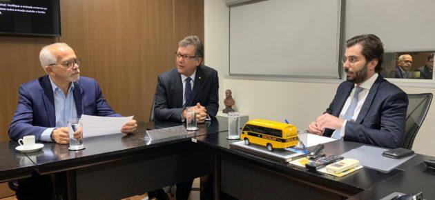 Edvaldo solicita ao FNDE envio dos recursos para 1ª escola em tempo integral de Aracaju